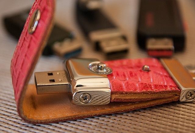 USBのデータが複合機(コピー機)で直接印刷できる
